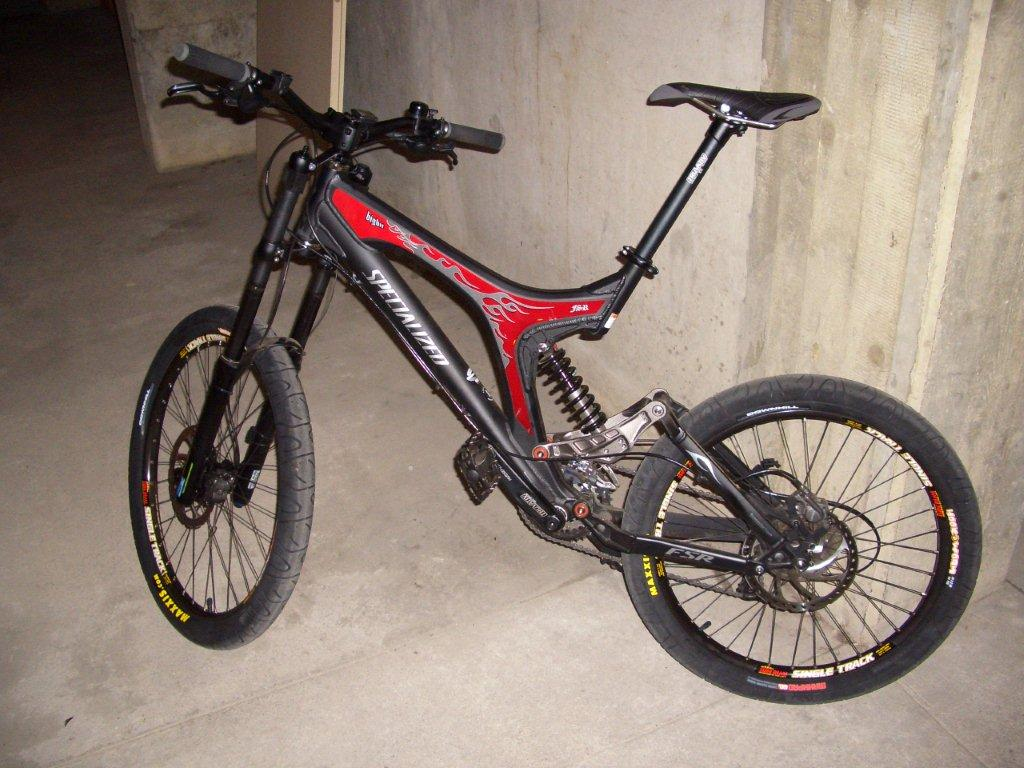 Fahrrad-Fahndung: SPECIALIZED BigHit - Schwarz-rotes Downhill ...