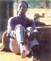 بالصور  قبيله في إفريقيا يملكون أقدام غريبه