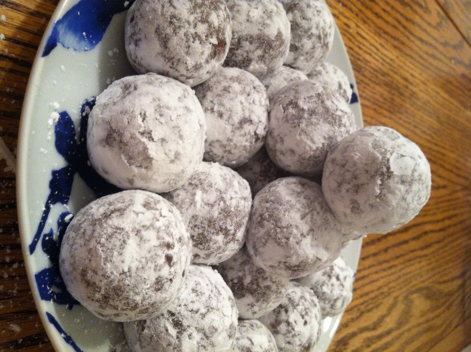 Rachelle, the (kinda) foodie (almost) RN: :::{Rum Balls}:::