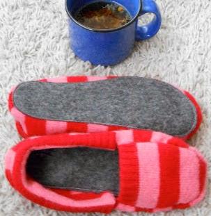 http://conideade.com/blog/como-hacer-unas-zapatillas-a-partir-de-un-jersey/943