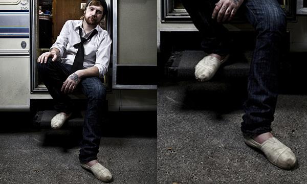 847b4d06e6 O Cantor Jonny Craig usando uma alpargata Toms Shoes