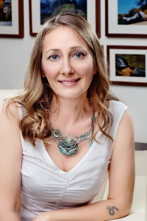 Beata Pawlikowska w naszyjniku Wędraś - Biżuteryjki dla WOŚP.