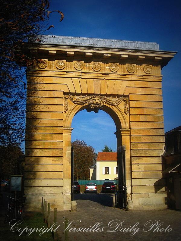 Versaillesdailyphoto blog wednesday doorway porte saint for Porte saint antoine