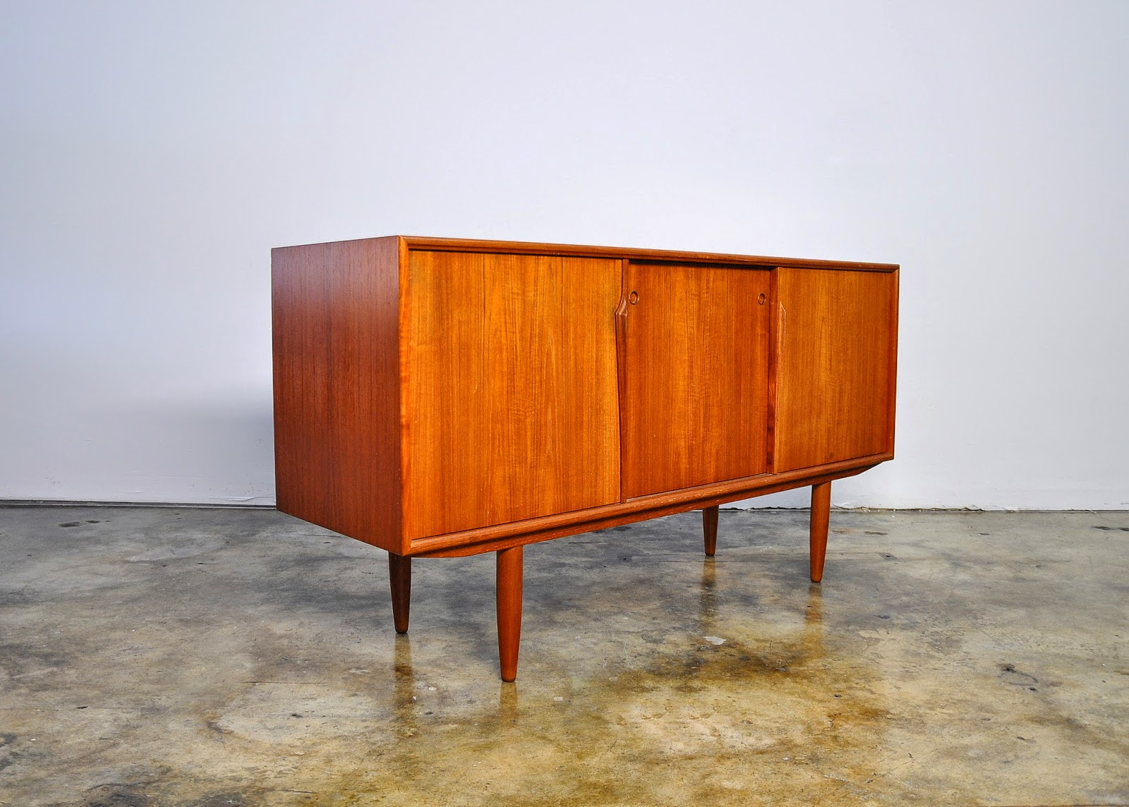 : Gunni Omann Teak Credenza Buffet Sideboard Bar Or Media Console. Full resolution  snapshot, nominally Width 1600 Height 1144 pixels, snapshot with #C14903.