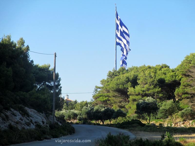 Viajaresvida - Bandera griega más grande de Grecia en Cabo Keri