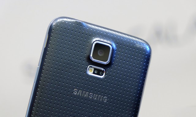The two small hoses on the right of the main LED flash of Galaxy S5 is the heart rate monitoring sensor