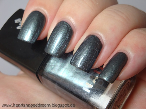 http://heartshapeddream.blogspot.de/2014/08/douglas-absolute-nails-12-elena.html