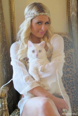 Beautiful Paris Hilton with Pet