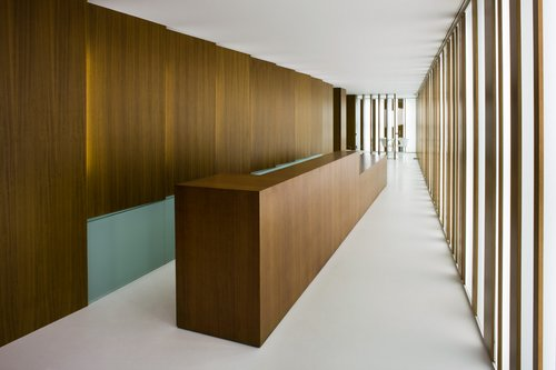 Oficina arquia caja de arquitectos de c diz espacios en madera for Oficinas bankia cadiz