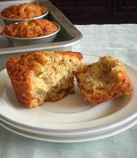Banana Muffin Recipe @ http://treatntrick.blogspot.com