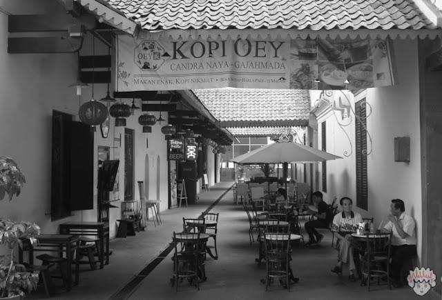 Kafe di Candra Naya journeyofalek.com