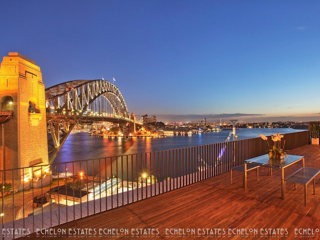 Picture of the harbour bridge as seen from the terrace