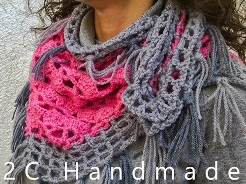 http://2chandmade.blogspot.com.es/2015/03/chal-rosa-y-gris_18.html