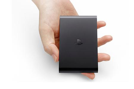 käsi pitelee playstation tv -laitetta