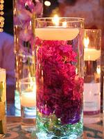 Романтична украса с плаващи свещи с цветя