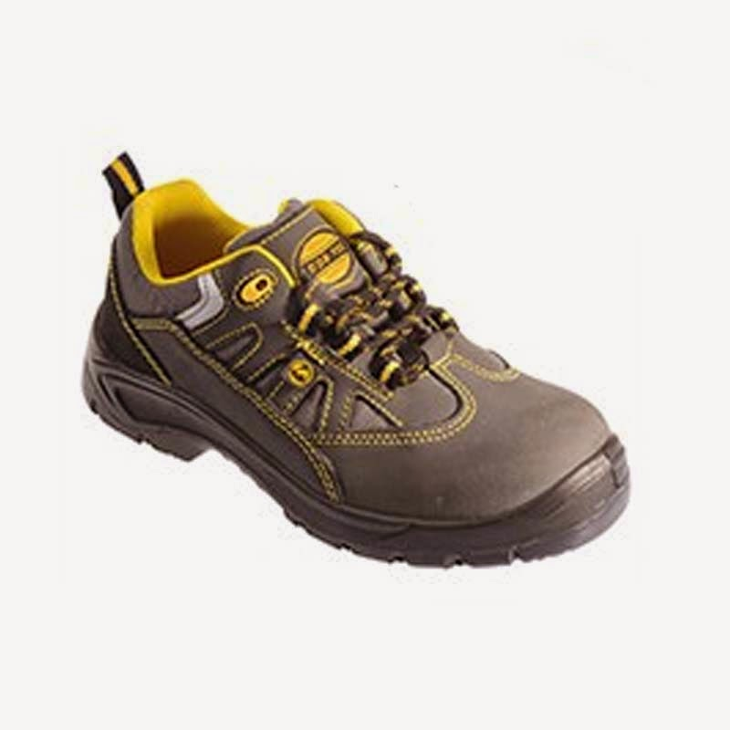 Sepatu Lapangan HS-523