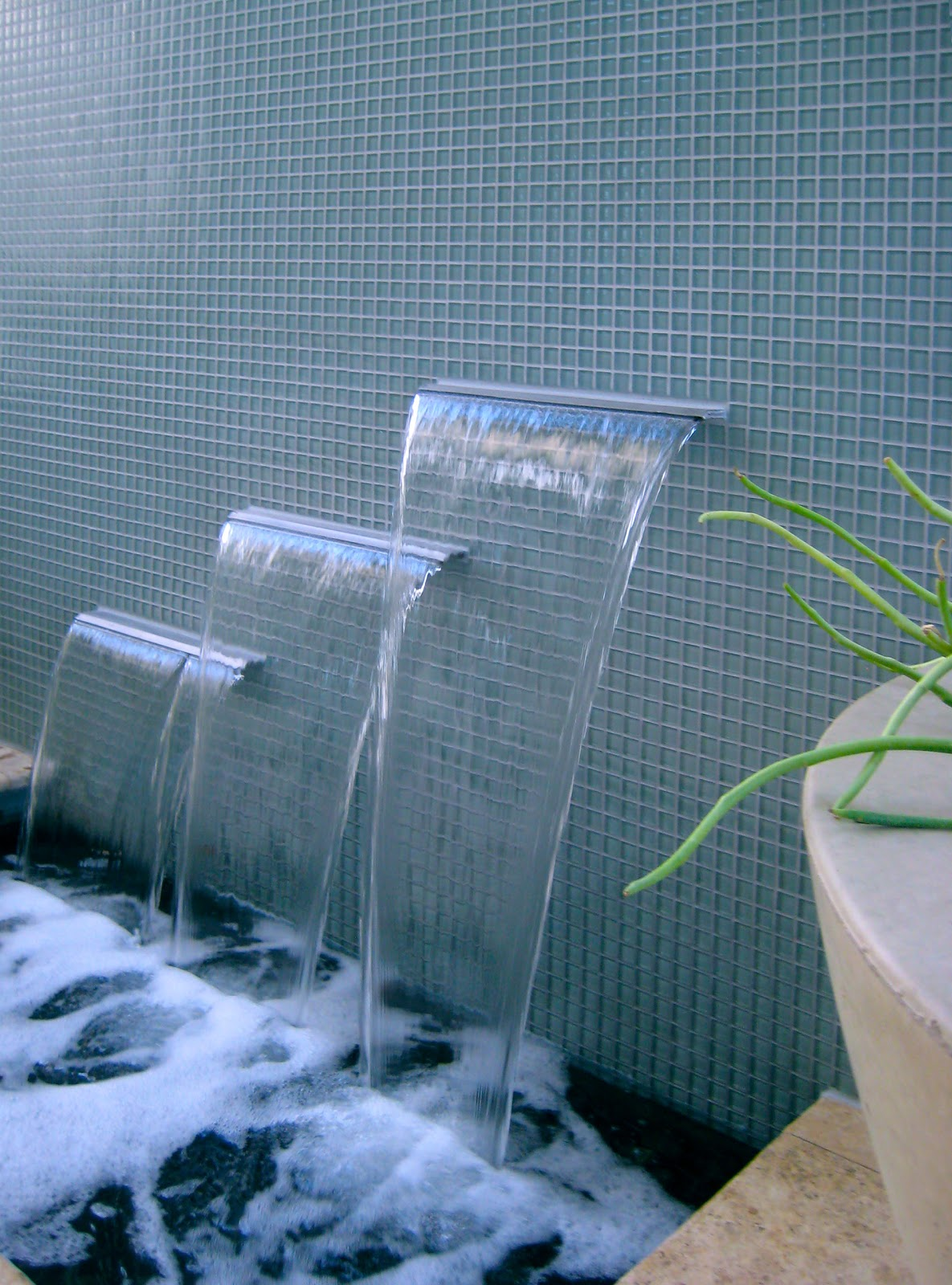 Alpentile glass tile swimming pools contemporary glass for Glass waterfall design