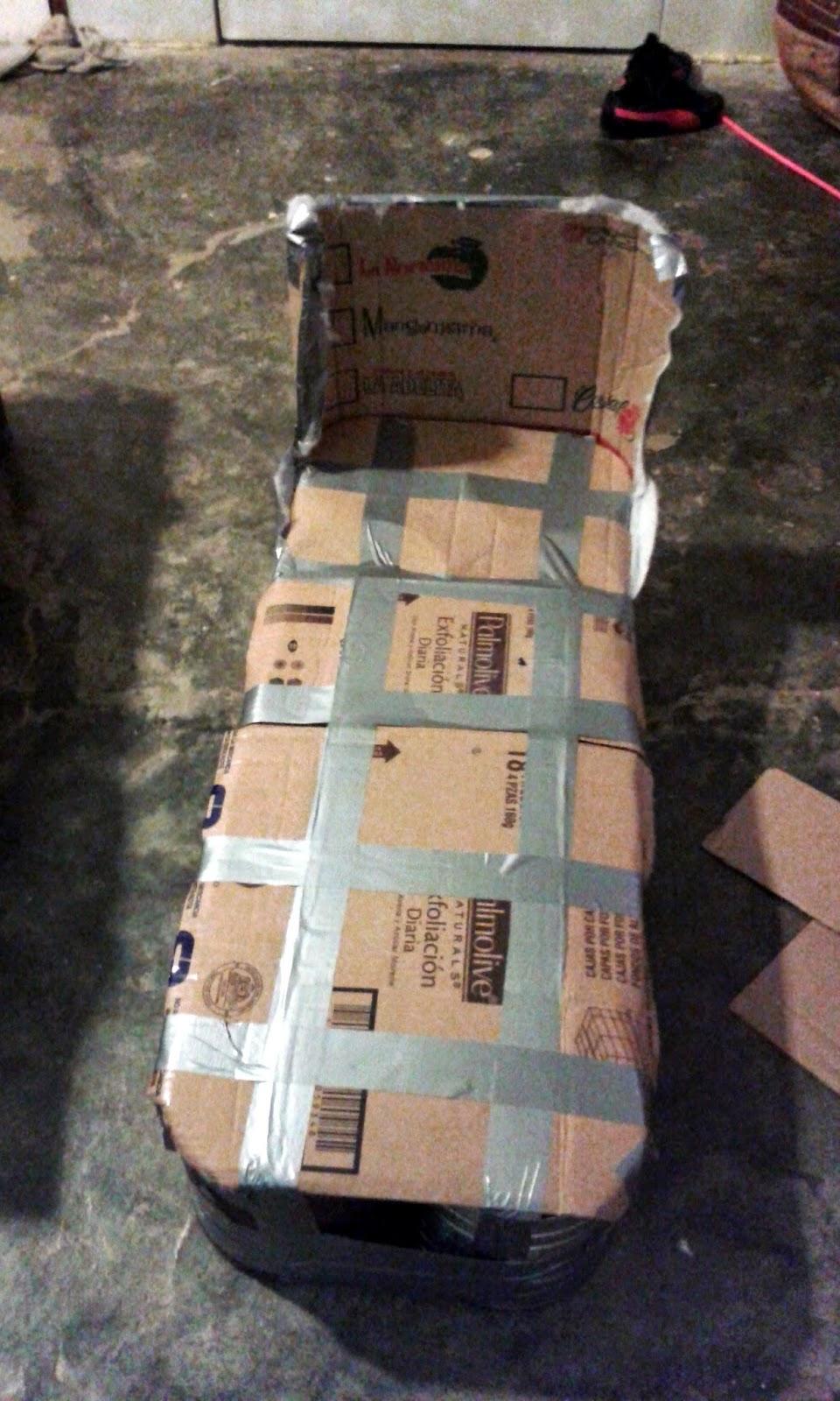 forrar el asiento de las latas con carton y sujetarlo con cinta gris