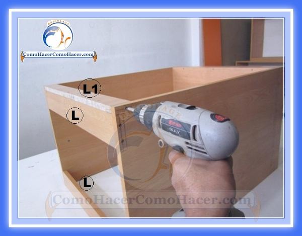 Para formar el modulo para nuestro mueble de cocina unimos las piezas
