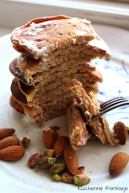 naleśniki, przepis naleśniki, placuszki, placki na słodko, przepis na naleśniki, ciasto naleśniki, naleśniki razowe, naleśniki z mąki razowej, orzechy, śniadanie, banan,