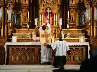Testemunho de Fé: Liturgia Dominical - A idolatria ao dinheiro - 18º Domingo do Tempo Comum