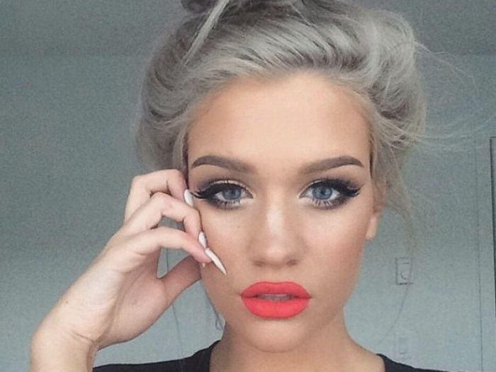 women hair trend Young with gray