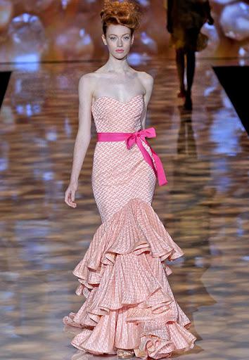 Дълга рокля с пищни волани на Badgley Mischka
