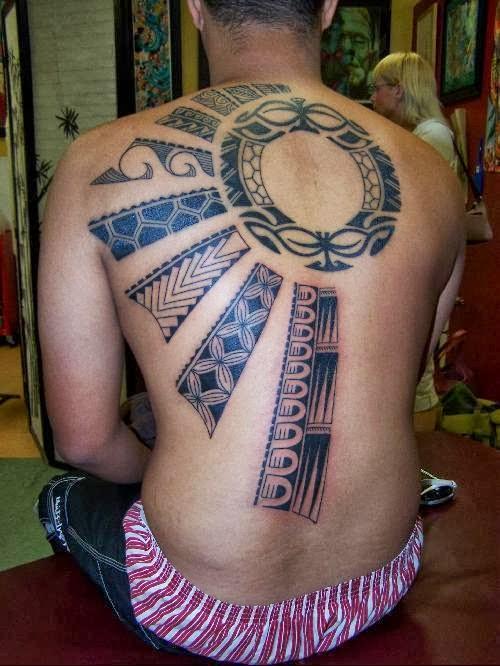 Tatuagem na nova zelndia ipartiu a tradicional tatuagem maori era chamada de moko esse desenhos tradicionais chamam se t moko desde os primeiros desenhos os moko eram parecidos com thecheapjerseys Image collections
