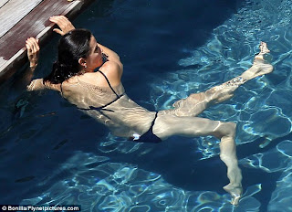 Courteney Cox picture gallery Relax for Swim in the Pool in Hawaii