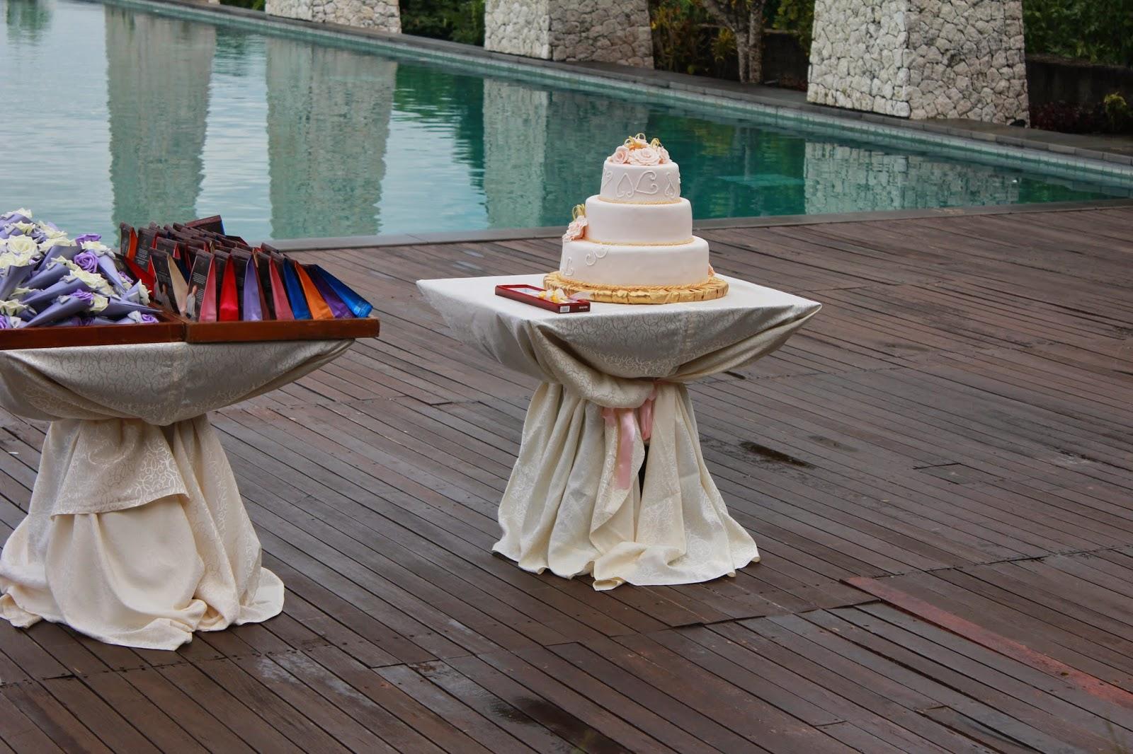 Bali Wedding cake Roses Gold