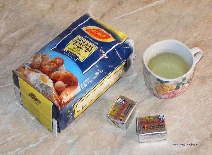 ingrediente pentru aluat de placinta de post cu spanac si ceapa, retete culinare, preparate culinare, retete de post,