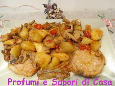 costolette di maiale con patate e funghi
