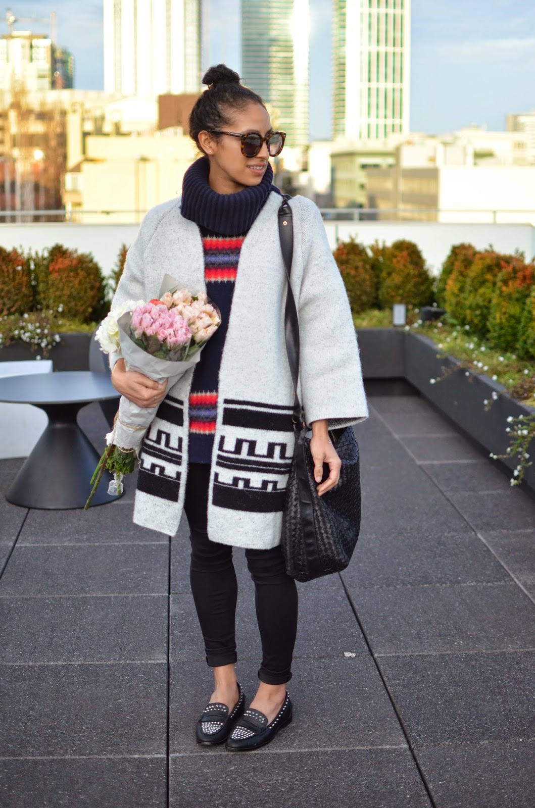 zara, white coat, how to wear contrasting prints, pink roses, bottega vendetta, leather handbag, Karen Walker Super sunglasses