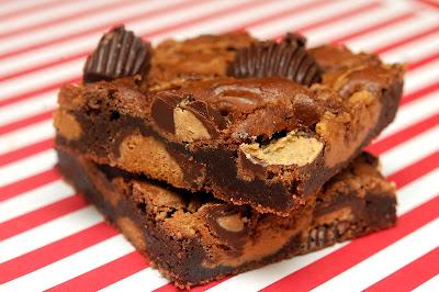 REESE'S DARK MINI PEANUT BUTTER CUP SWIRL BROWNIES - Hugs and Cookies ...