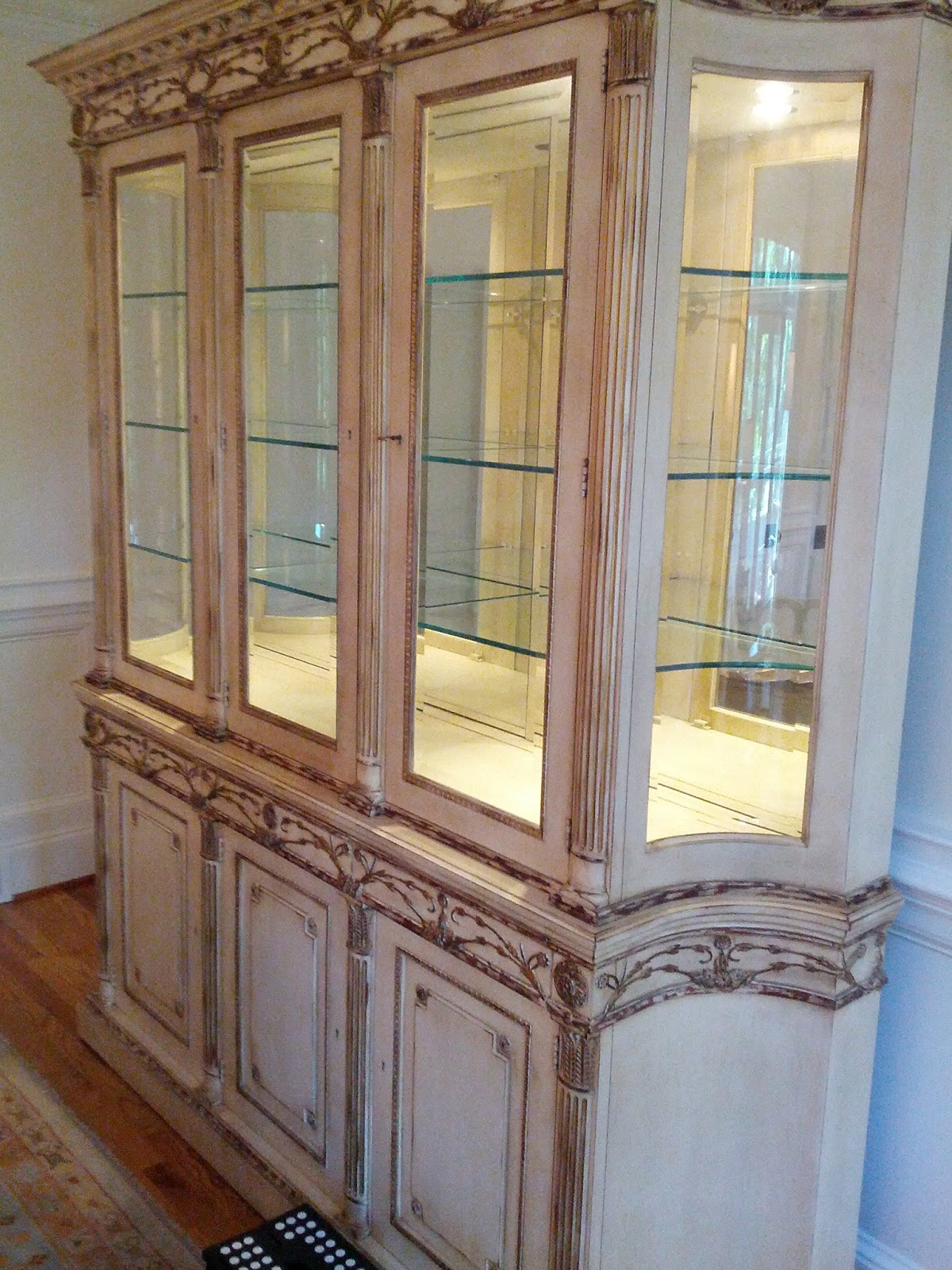 Decorating A China Cabinet
