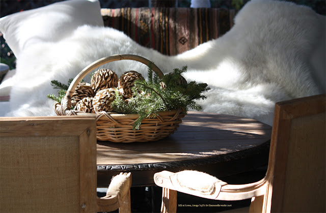 l&l at home - outdoor dining and lounge  -  December - image by lb for linenandlavender.net - http://www.linenandlavender.net/2013/12/what-were-up-to-this-holiday-season.html