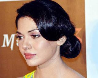 Sara Loren Aka Mona Lisa Signs Two More Films Pakistan Celebrities News