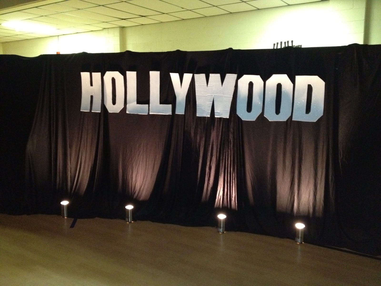 I 39 m not messy i 39 m just busy hollywood theme bridal for Hollywood party dekoration