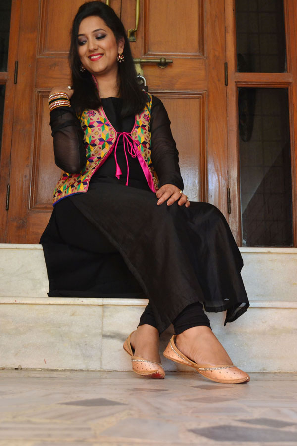 Indian Ethnic Wear phulkari work jacket vian label juttis