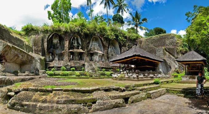Bermeditasi Di Candi Gunung Kawi