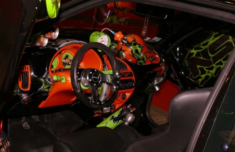 Interiores de autos interiores de autos butacas tapizadas tipo cuero detalles de calaveras pedaleras deportivas con posa pie incorporacin de luces de led en tablero alfombras aluminio thecheapjerseys Gallery