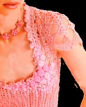 Розовое ажурное платье, связанное крючком.
