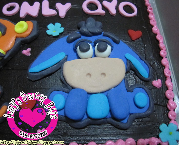 Amys Sweet Bite Birthday Cake Baby Tigger Eeyore