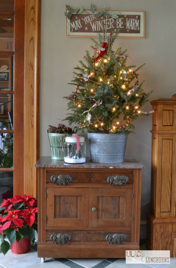 http://www.lilacsandlonghorns.com/2013/12/holiday-home-tour.html