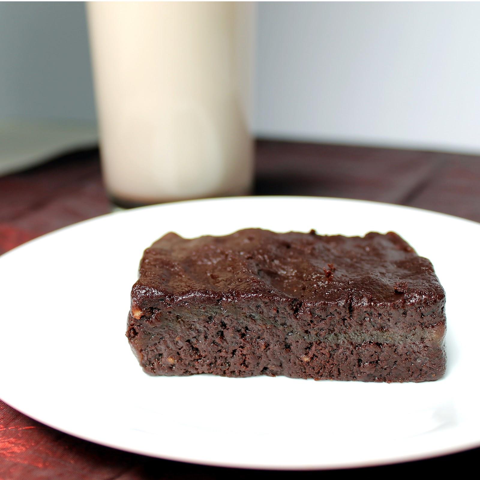 Raw Brownie - 3 ingredients - thestayathomechef.com