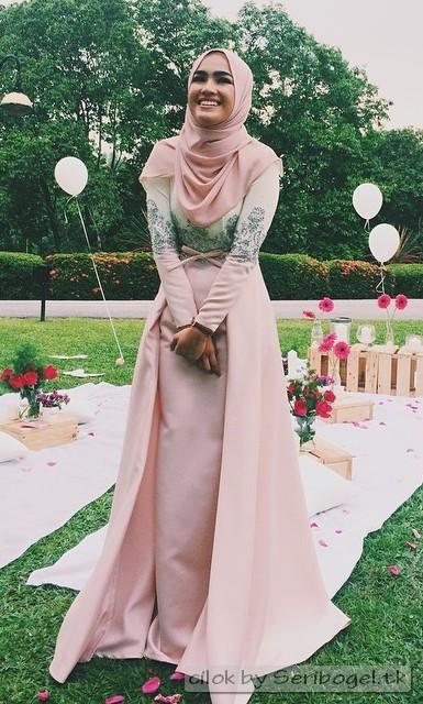 Elfira Loy Jilboobs berpakaian cantik tetek lite
