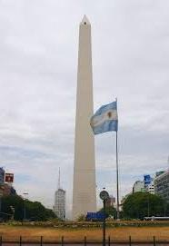 El obelisco mide 67,5 metros.