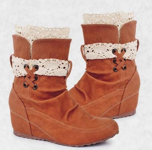 Sepatu Booth Coklat dengan Renda Hazzel