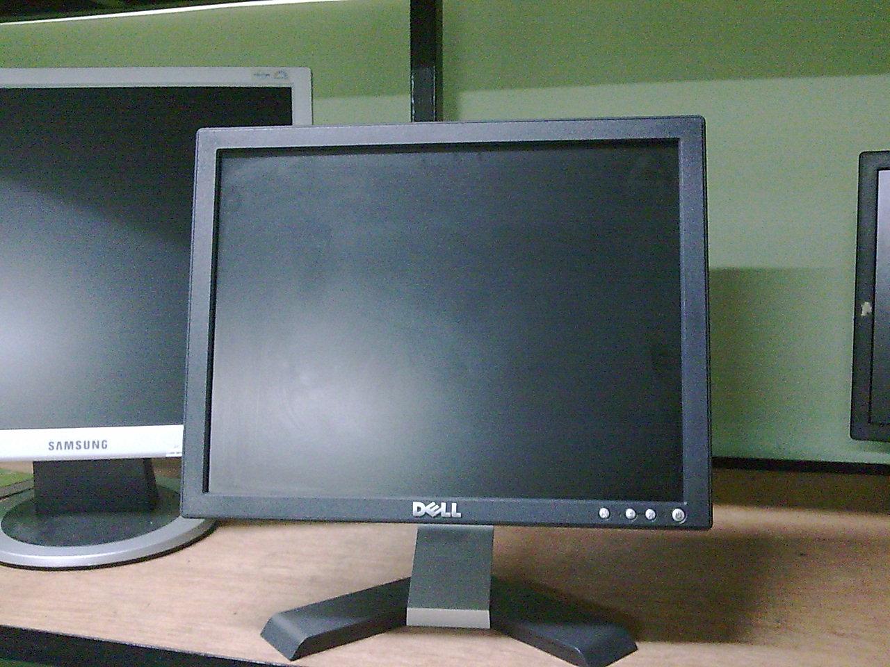 Kami menjual lcd monitor terpakai murah lagi berkualiti!! Kami juga membekal Lcd Monitor kepada peniaga komputer. Sila ke stor kami di batu 8 1/2 Jalan Bernam, 45500, Tg Karang.