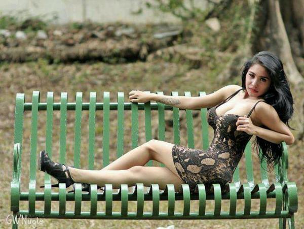 Foto Seksi Bibie Julius di Taman Kota